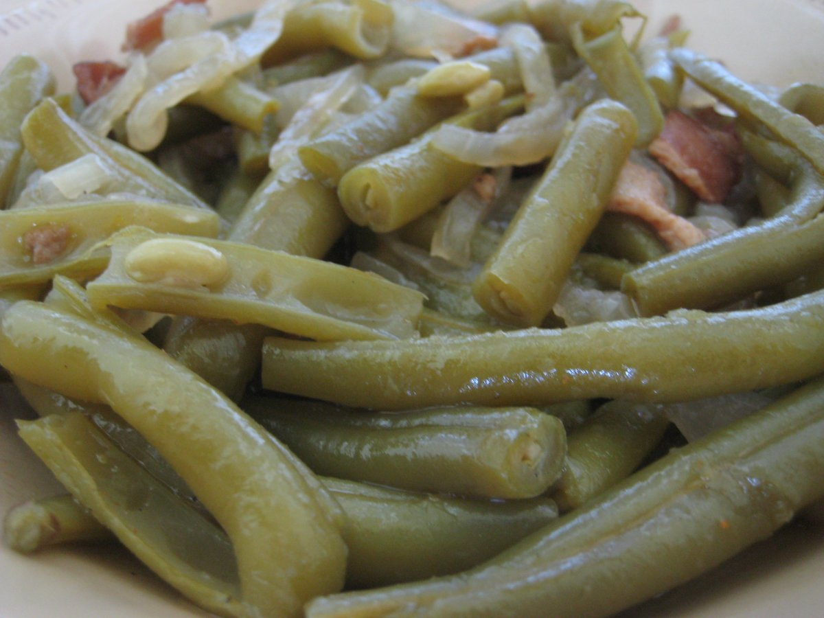 Paula Deen's delicious green beans are seasoned with chicken broth, bacon or salt pork, and onions.
