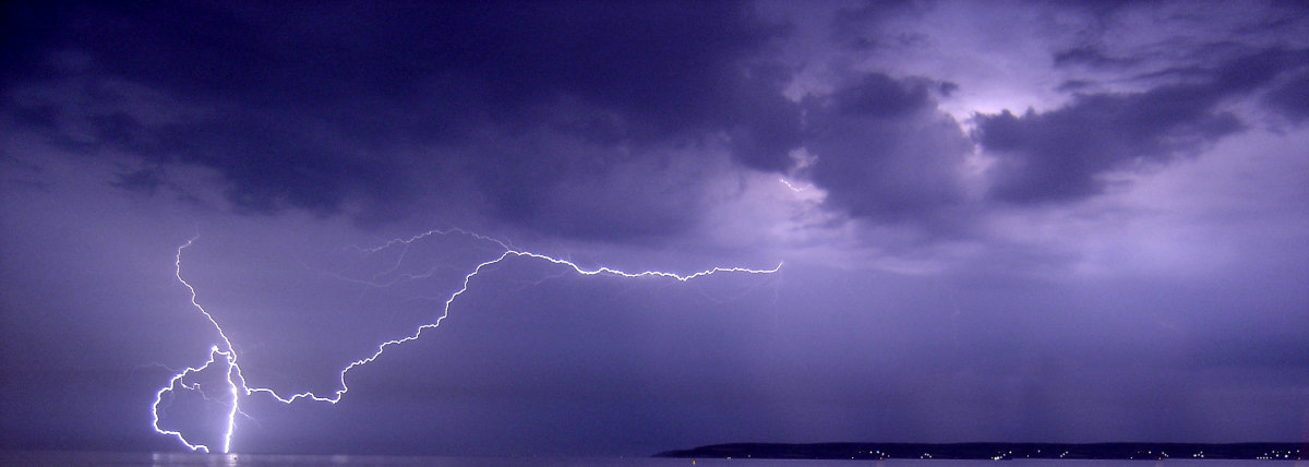 Thunderstorm 23.06.2005 Bournemouth Category:Cloud-to-ground lightning.