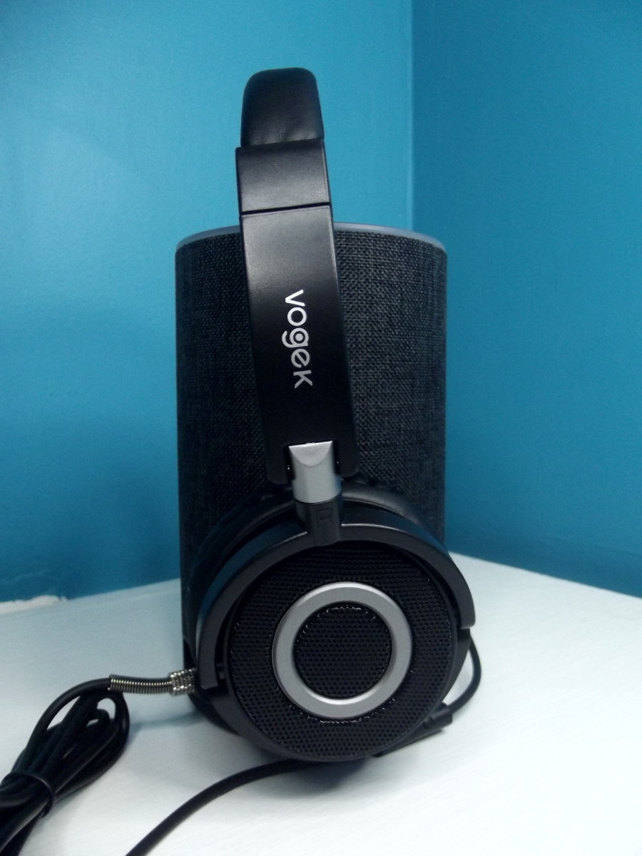 Vogek Lightweight Headphones connected to Amazon Echo.