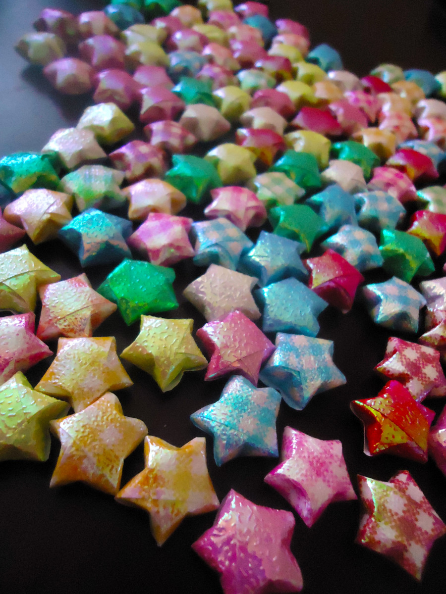 Cute origami craft how to fold lucky stars for Lucky star folding