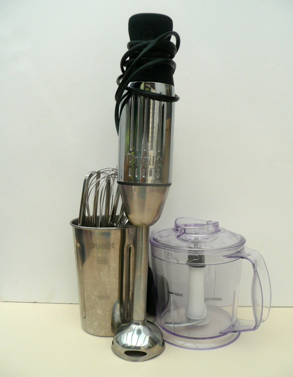 The Dualit Hand Blender is a space-saving gadget. Everything can be stored compactly.