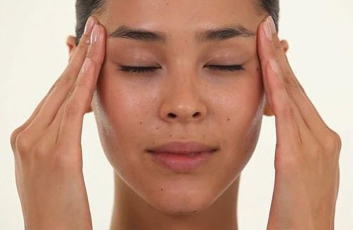 Healing headaches with essential oils and facial massage