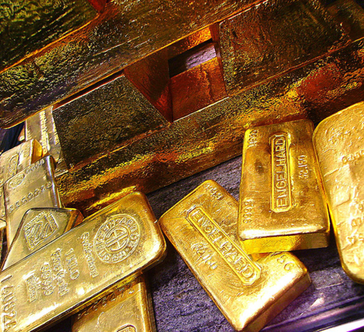 Investing in Gold - the Pros and Cons