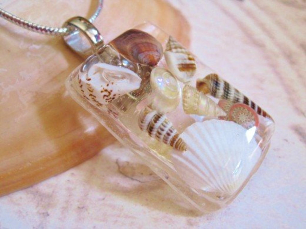 Make beautiful jewelry with seashells and resin. This is a beautiful way to preserve vacation memories.