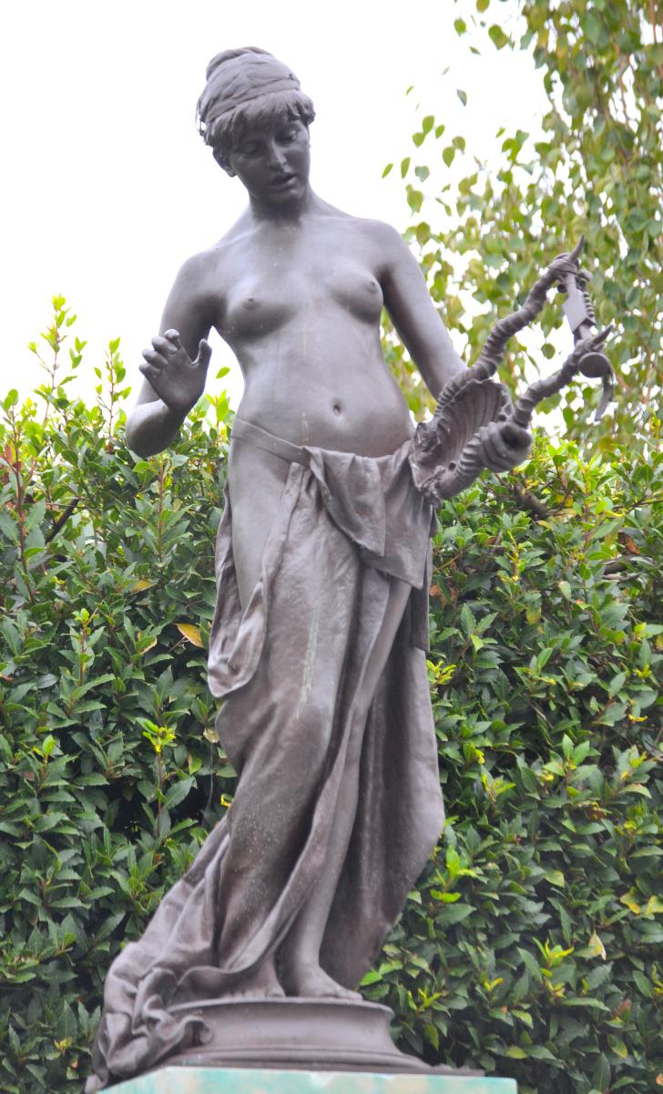 The Muse of Poetry (1891), Marlowe Memorial nr Marlowe Theatre, The Friars, Canterbury, UK