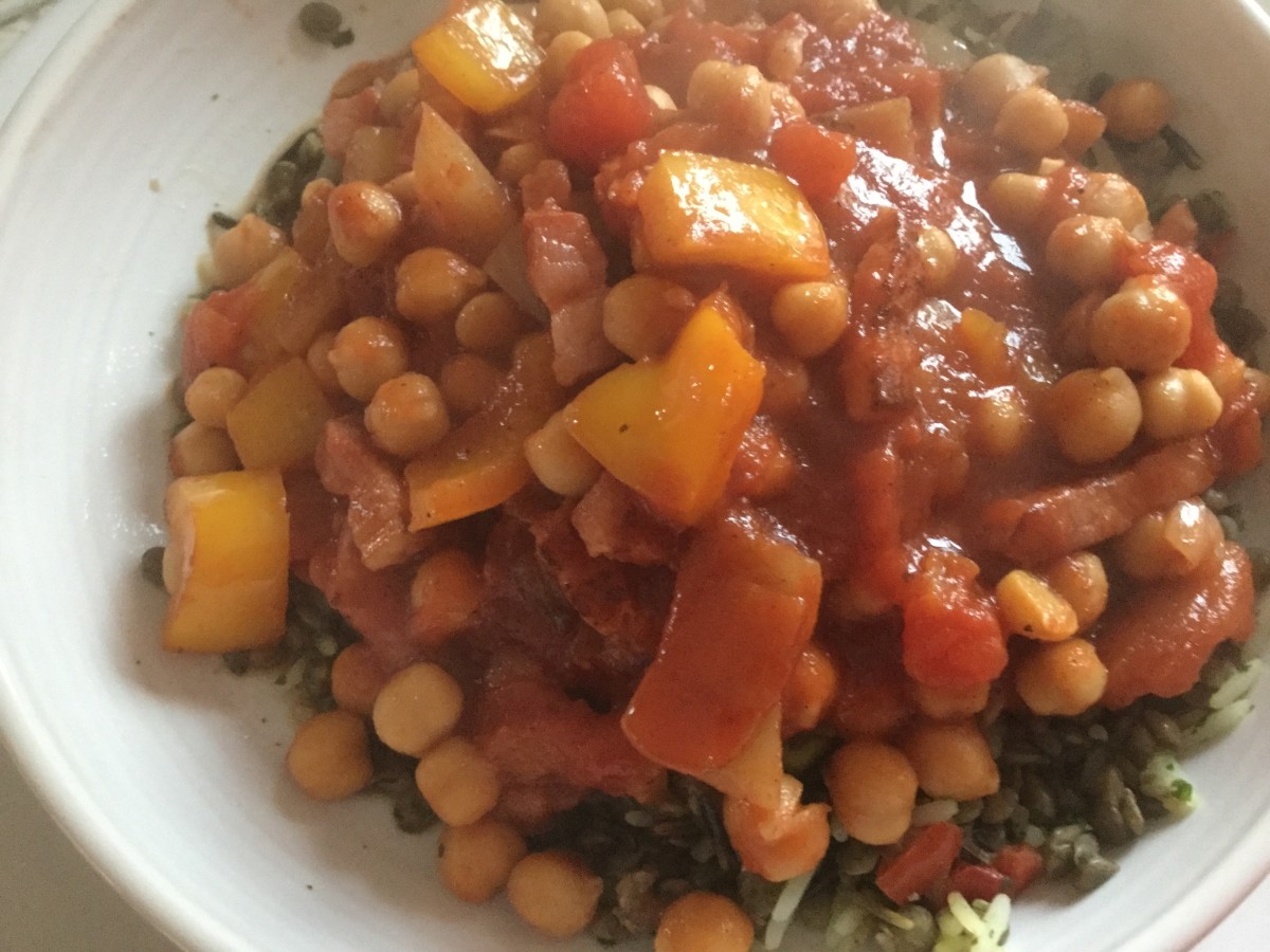 Chickpeas with peppers in a tomato sauce