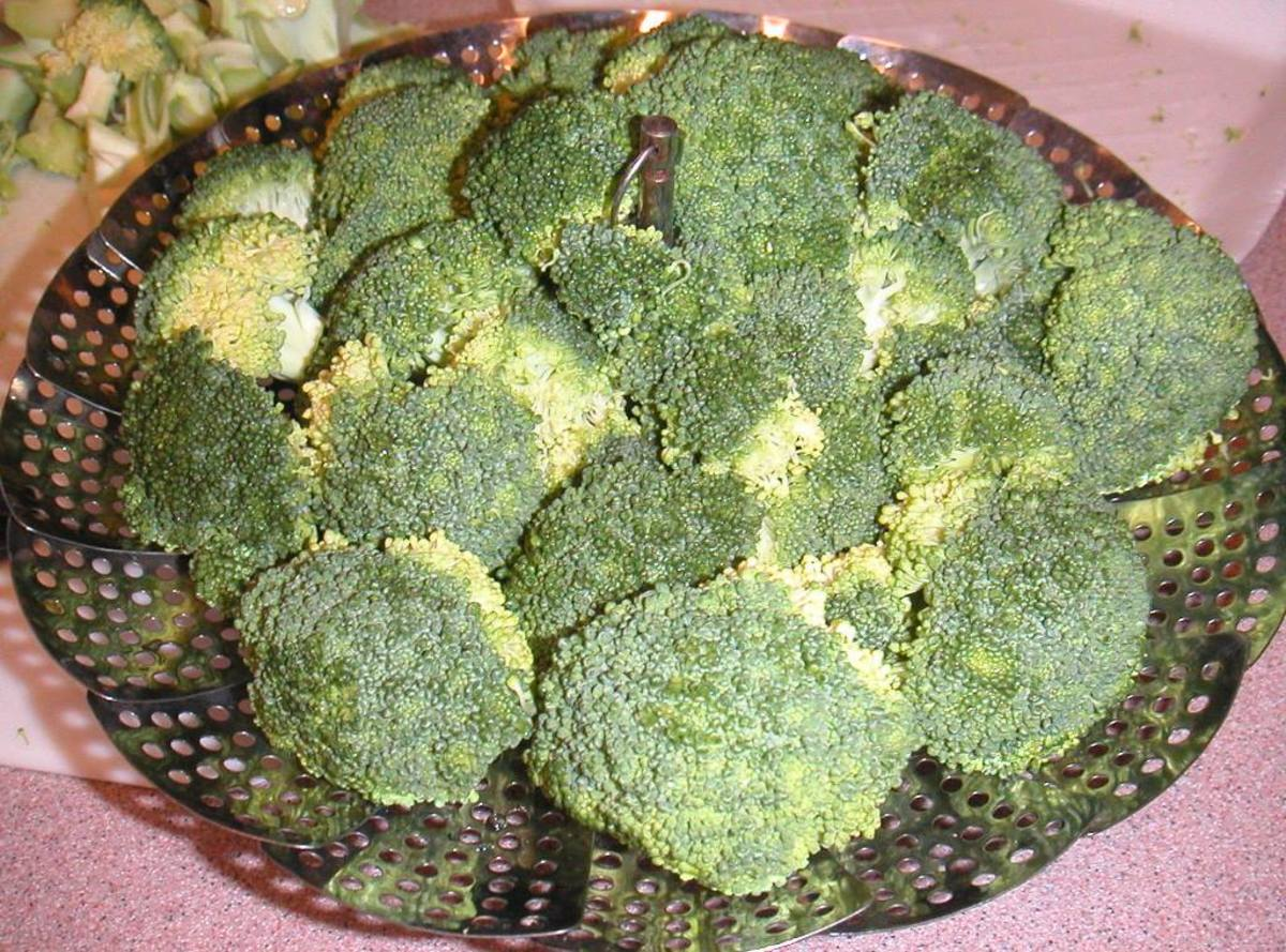 Fresh broccoli in a steamer.