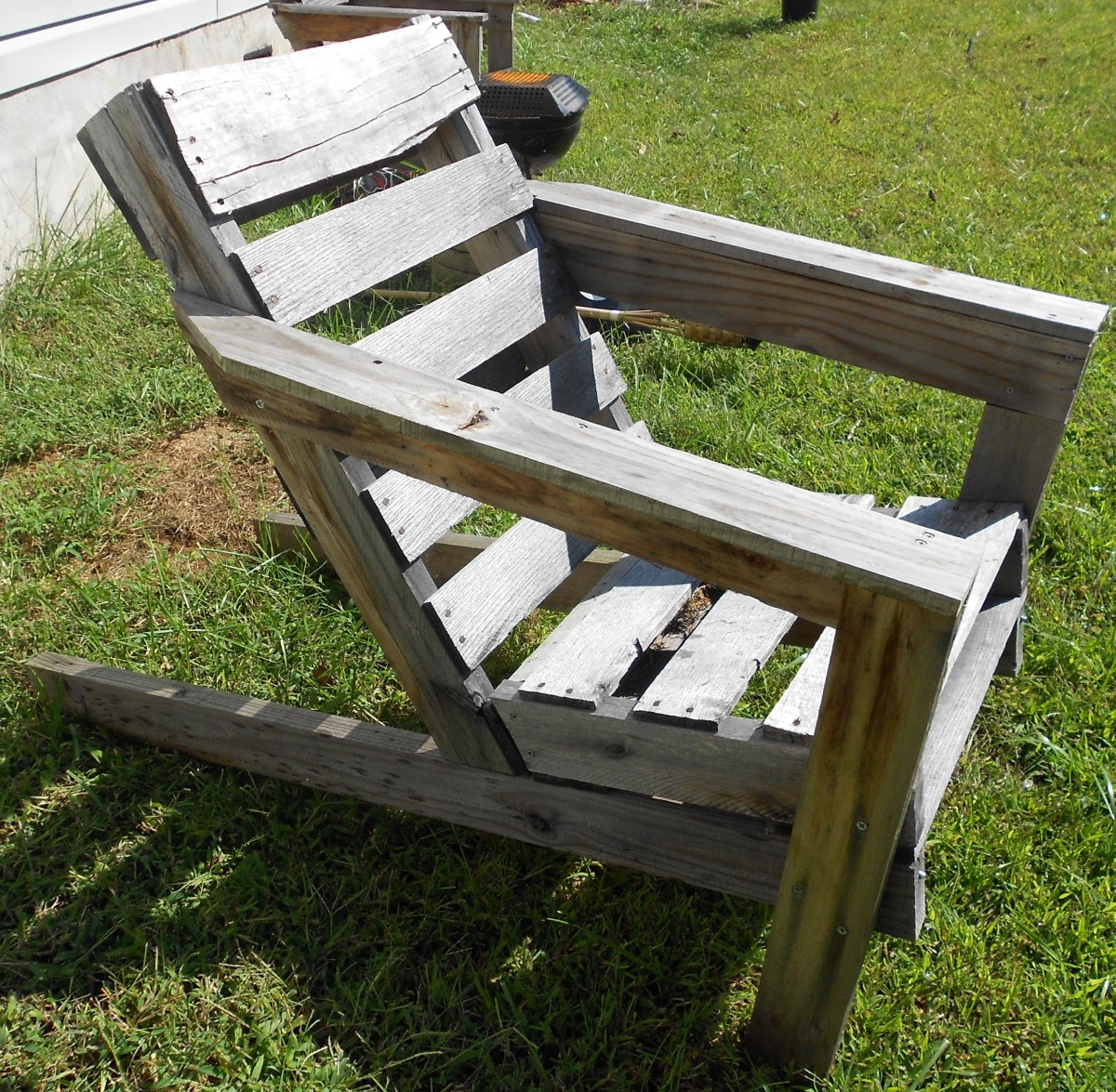 This is a great adirondack chair design using reclaimed shipping pallets.  The best part is its free! Used shipping pallets can be found just about anywhere.