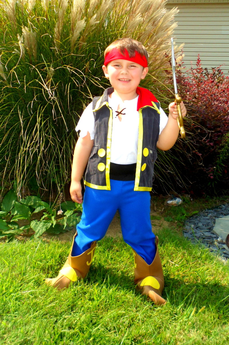 Make your own Jake and the Never Land Pirates costume with these easy instructions.
