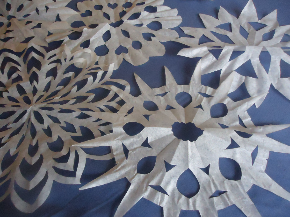 Easy Winter Crafts- Coffee Filter Snowflake Tutorial