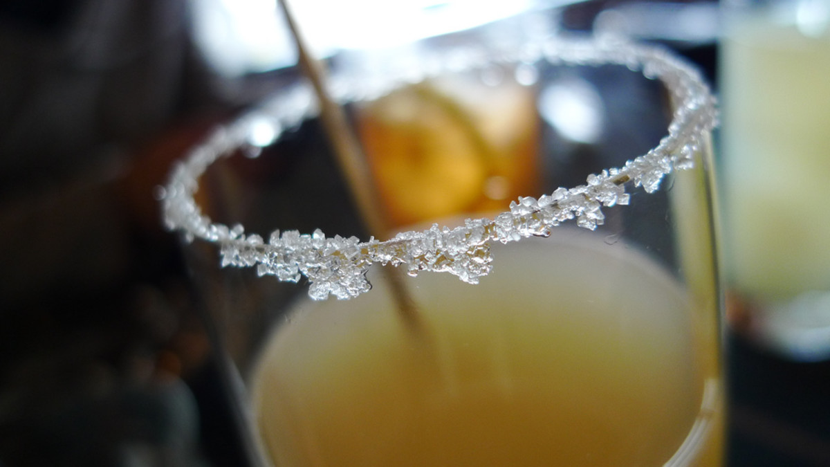 How to Sugar Rim a Glass and Other Types of Drink Rimming
