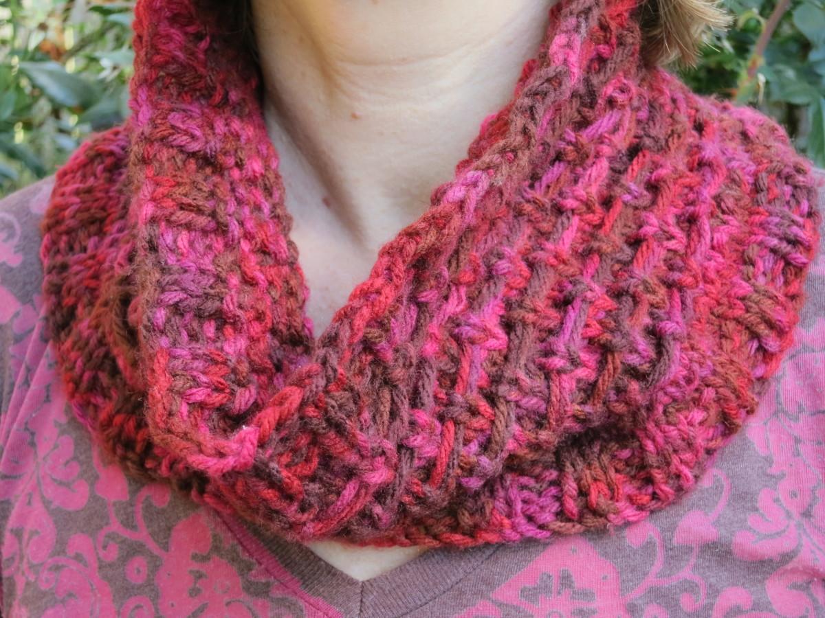 Free Knitting Pattern:  Reindeer Tracks Cowl