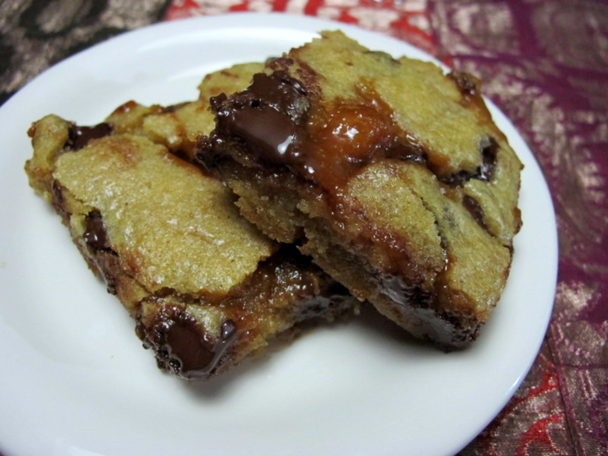 Blondies With Dark Chocolate & Caramel Sauce