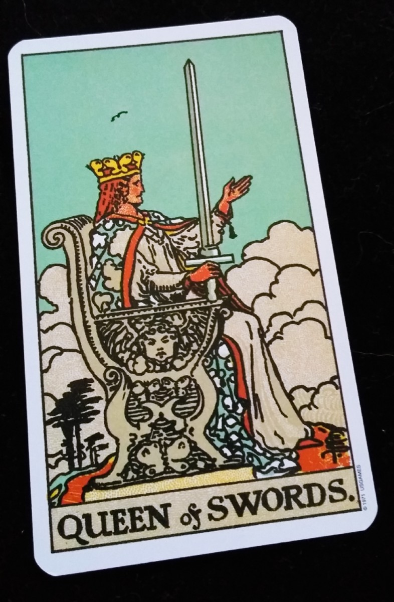 Court Cards: Queen of Swords
