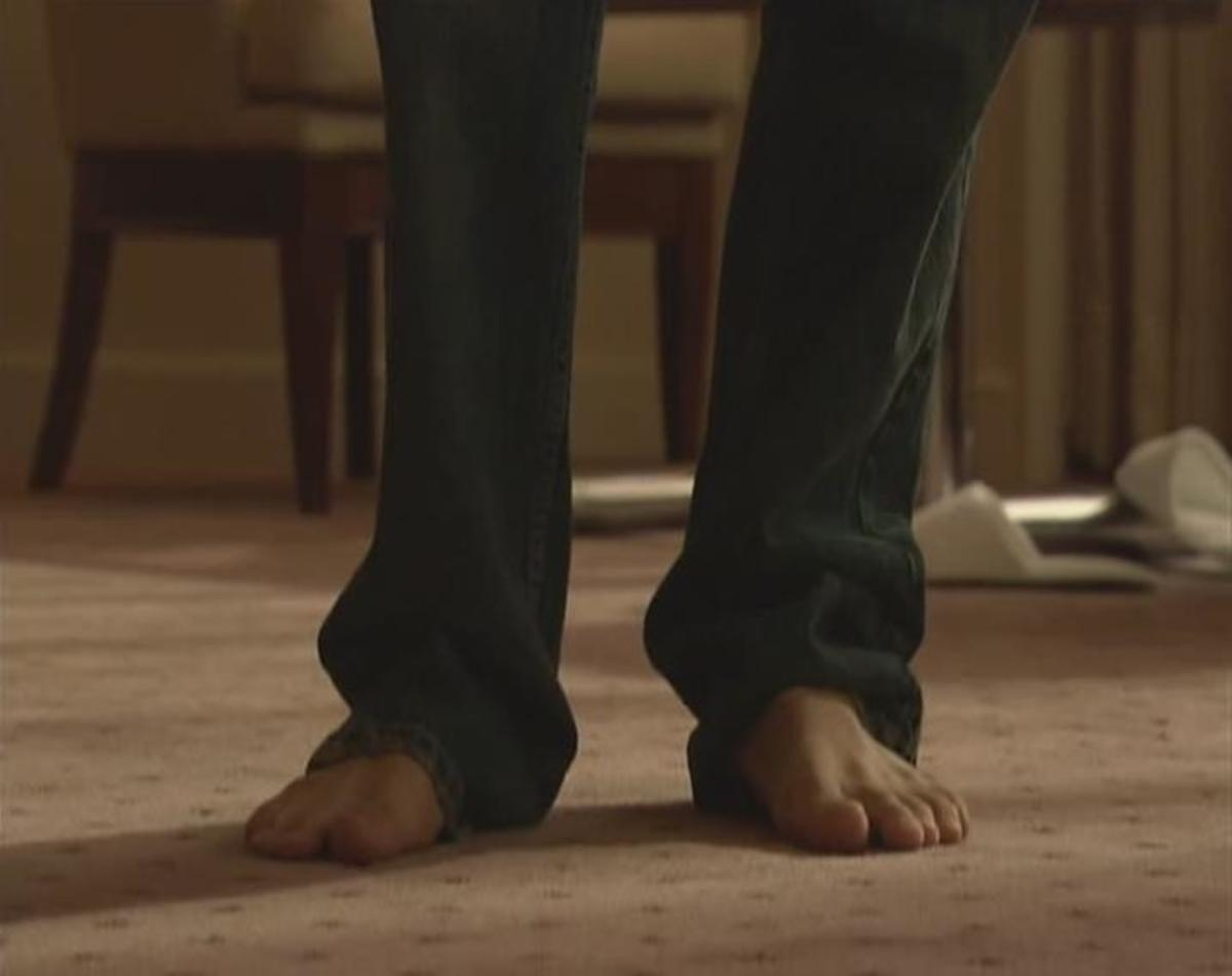When the live action film first shows us L, the camera pays special attention to his bare feet.