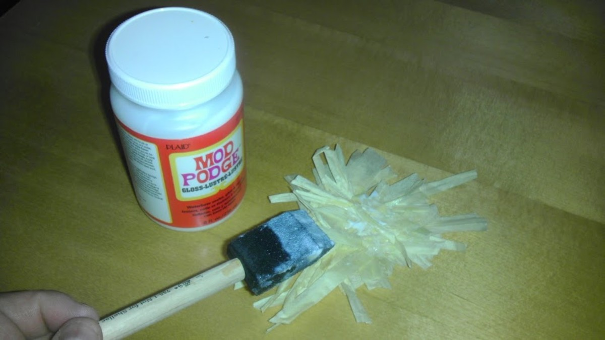 Bundle your raffia strands in piles, then secure with glue.