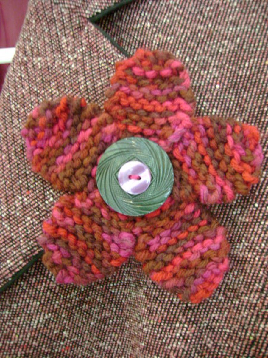 Free Jewelry Knitting Pattern:  Flirty Flower Pin with Button Center
