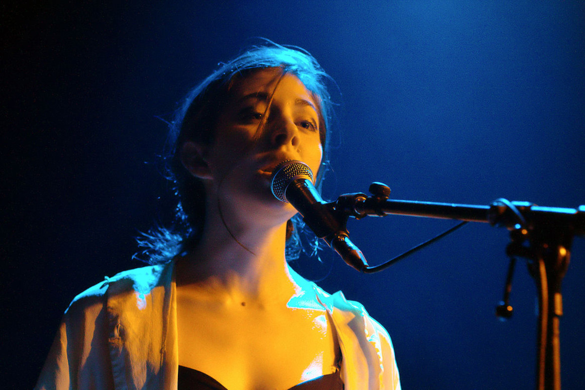 Lead singer, Caroline Polachek, of the band Chairlift.