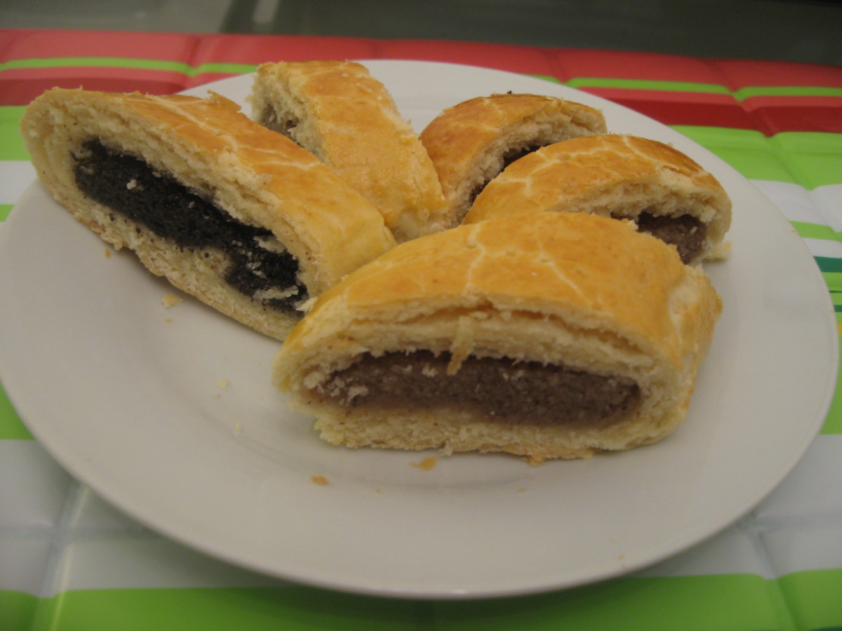 How to Make a Hungarian Christmas Cake: Poppy Seed or Walnut Roll Recipe