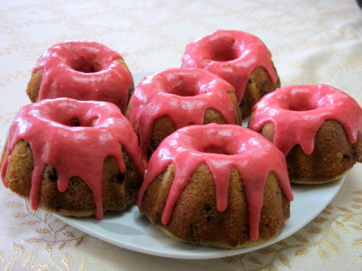 Mini Bundt Cakes: Blackberry Lemon Cakes
