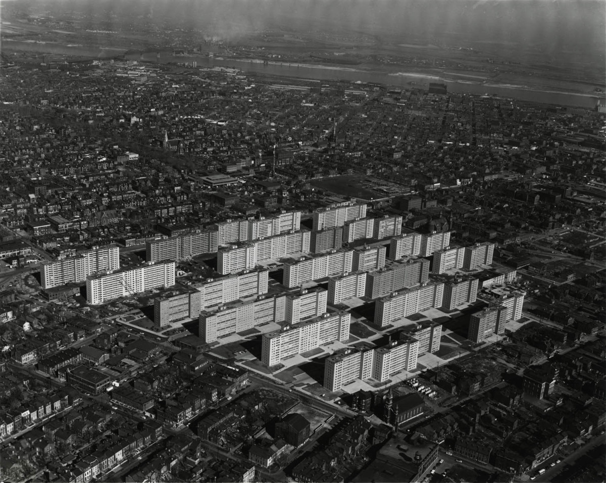 Aerial view of Pruitt-Igoe in 1954.