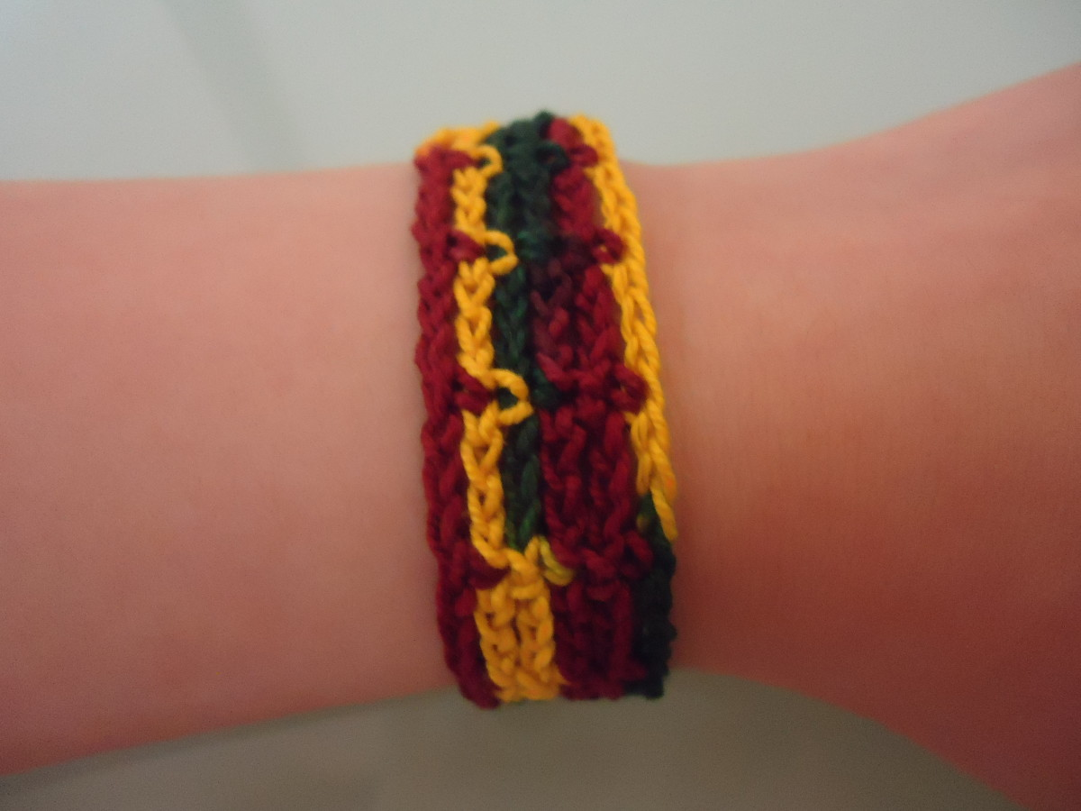 Easily Adjustable Bracelet (Free Crochet Pattern)