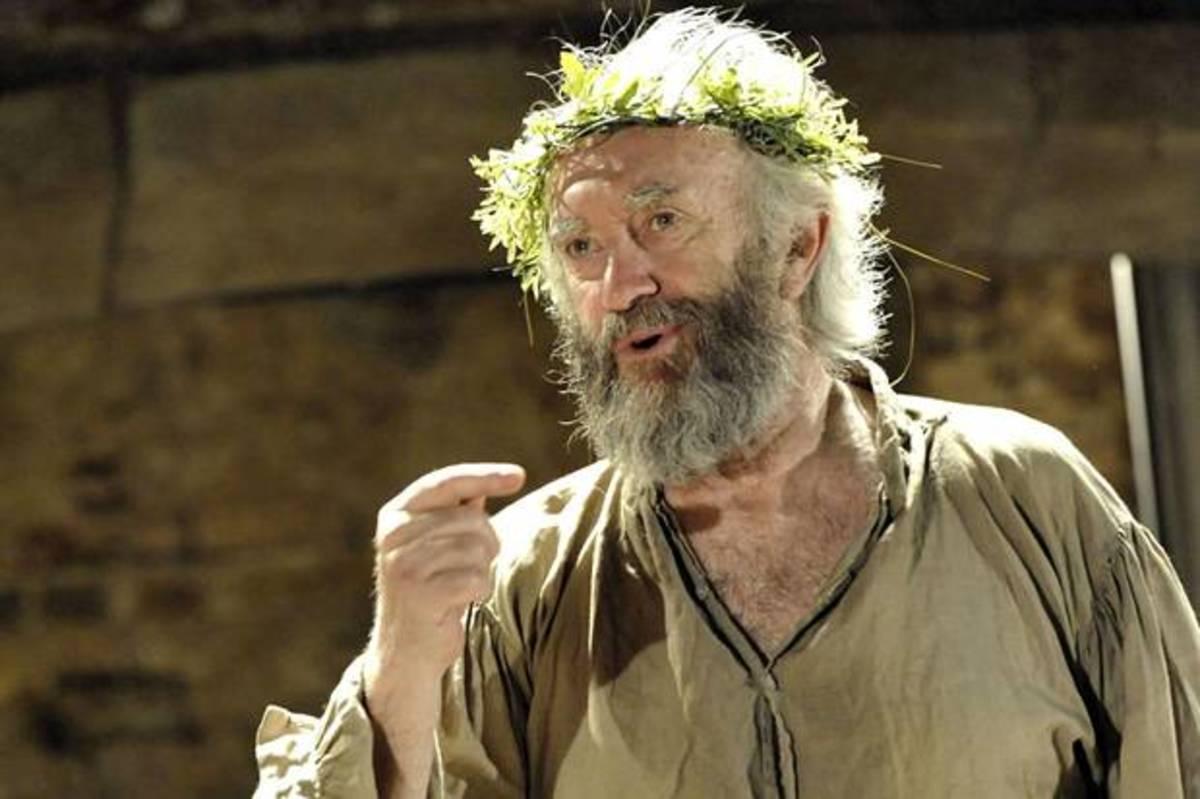 Jonathan Pryce as King Lear.