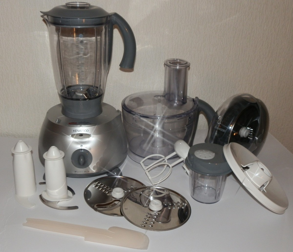 The Kenwood Multi-Pro FP586 Food Processor