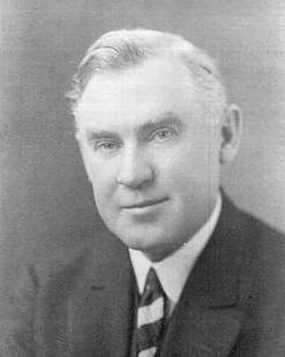 Architect George W. Maher (1864-1926).