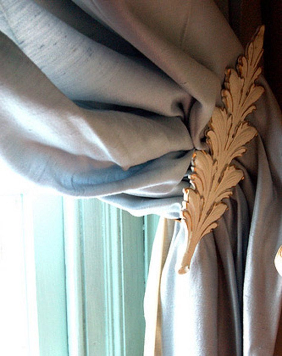 Why spend money on expensive curtain tiebacks like this one, when you can make them yourself?