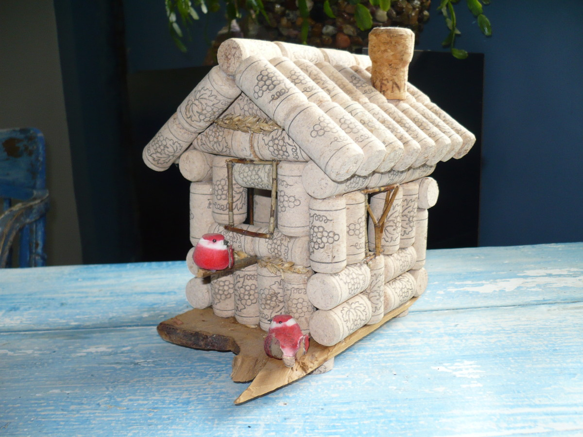 Wine cork birdhouse tutorial feltmagnet for Crafts to make with wine corks
