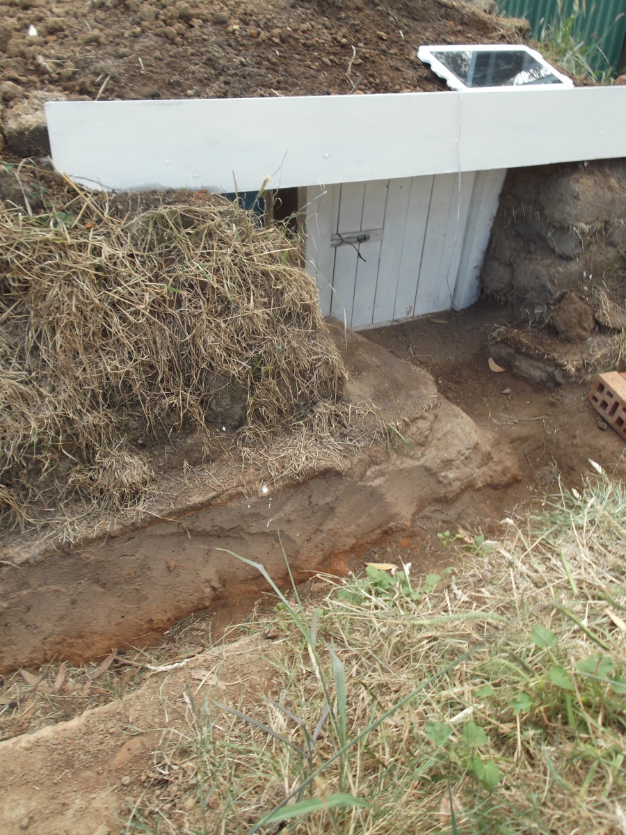 Temporary and cheap fire bunker: The channel dug into the ground leads us to the small door of the fire bunker easily even in the dark of night or thick smoke.