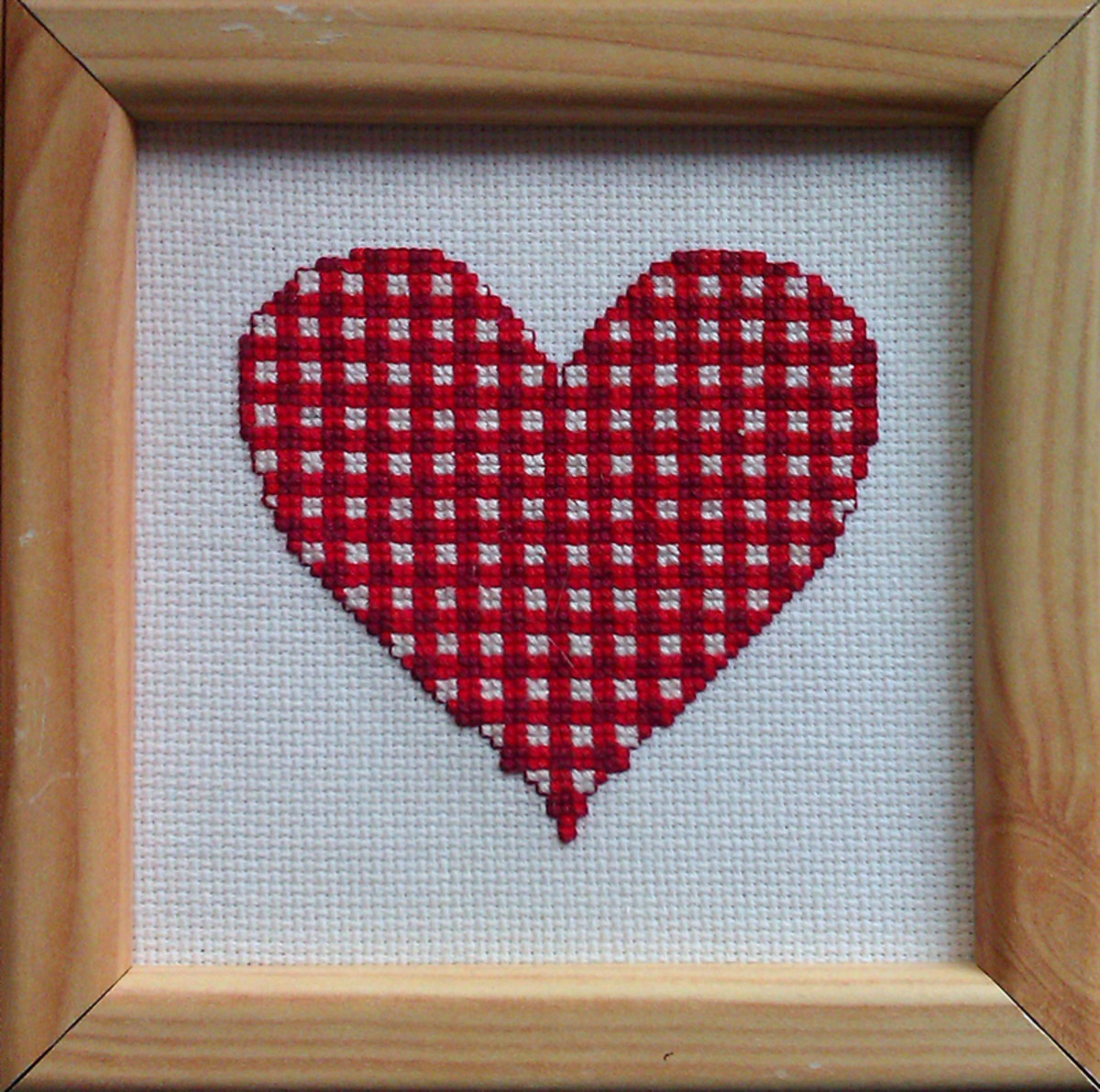 Free gingham heart cross stitch pattern