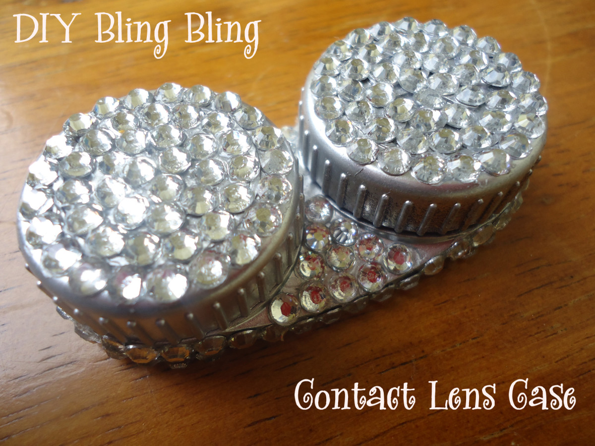 Look at this cute blinged out contact case!