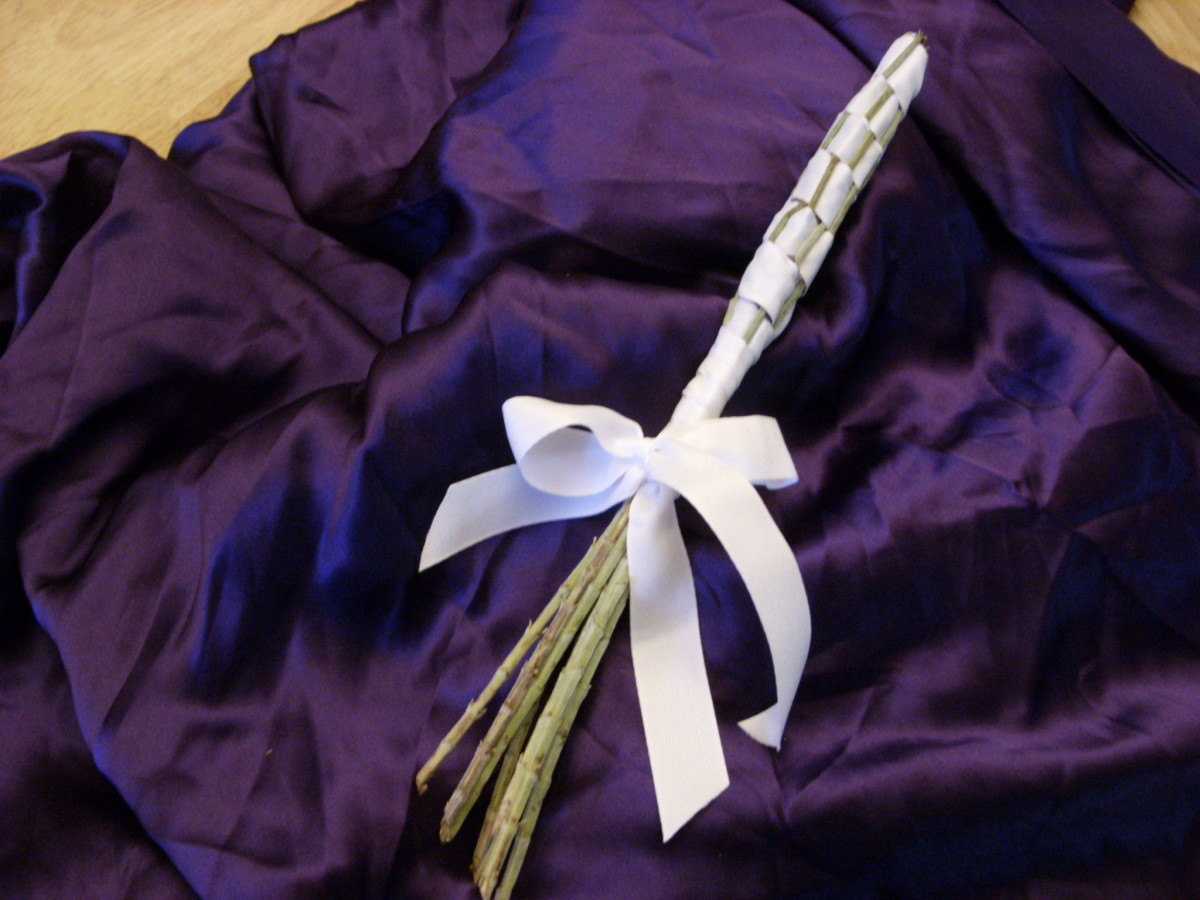 Fragrant lavender wands are easy to make and are great to give as gifts.