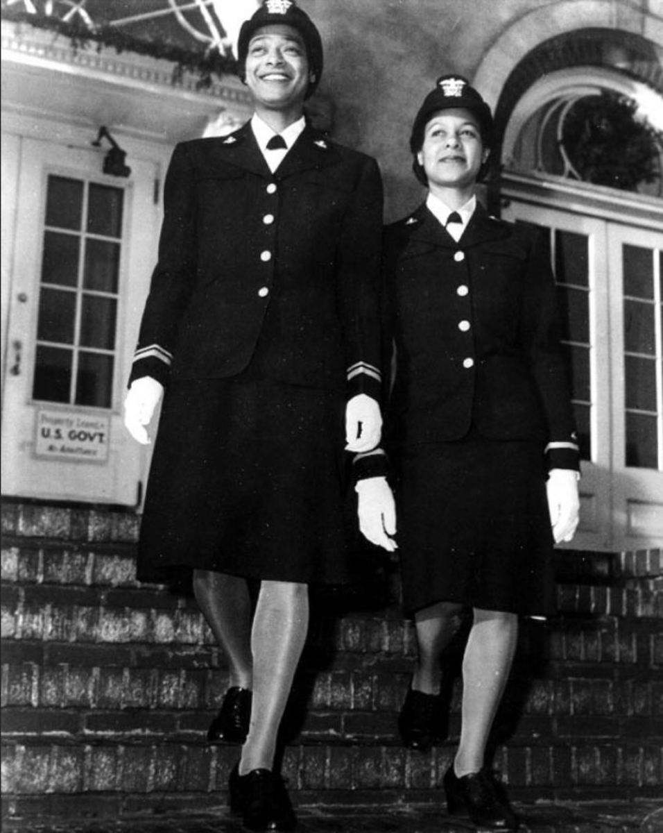 Lieutenant (JG)  Harriet Ida Pickens (left) and Ensign Frances Wills