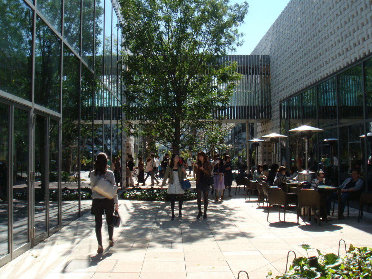 Passage between the modules of Tsutaya Bookstore in T-Site Garden, Daikanyama