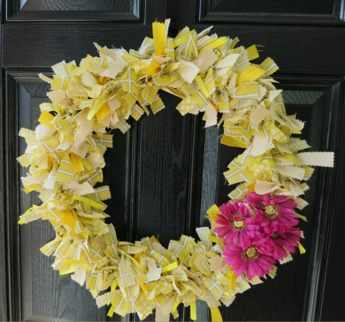 DIY Handmade Craft:  How to Make a No-Sew Scrap Fabric Welcome Wreath