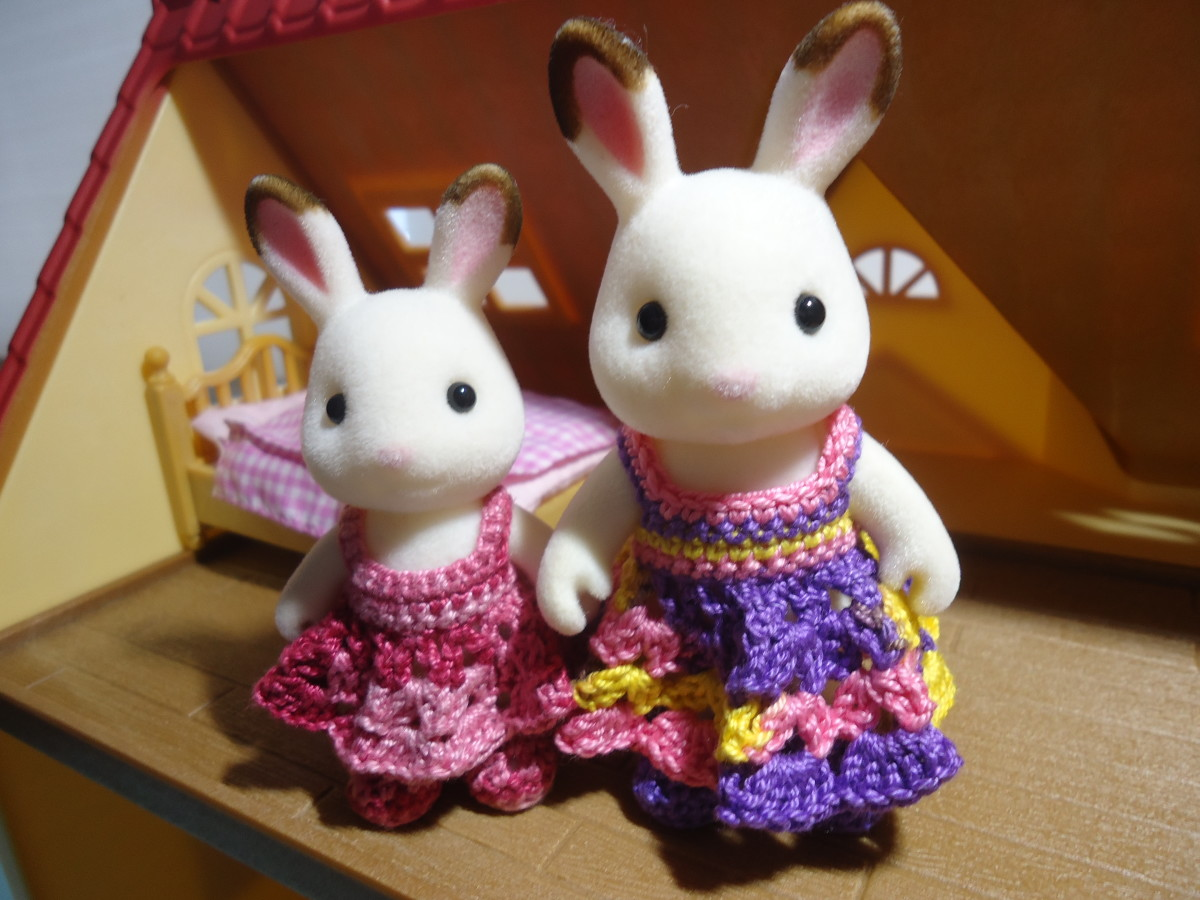 Sylvanian Families Shell-Stitched Dress (Free Crochet Pattern)