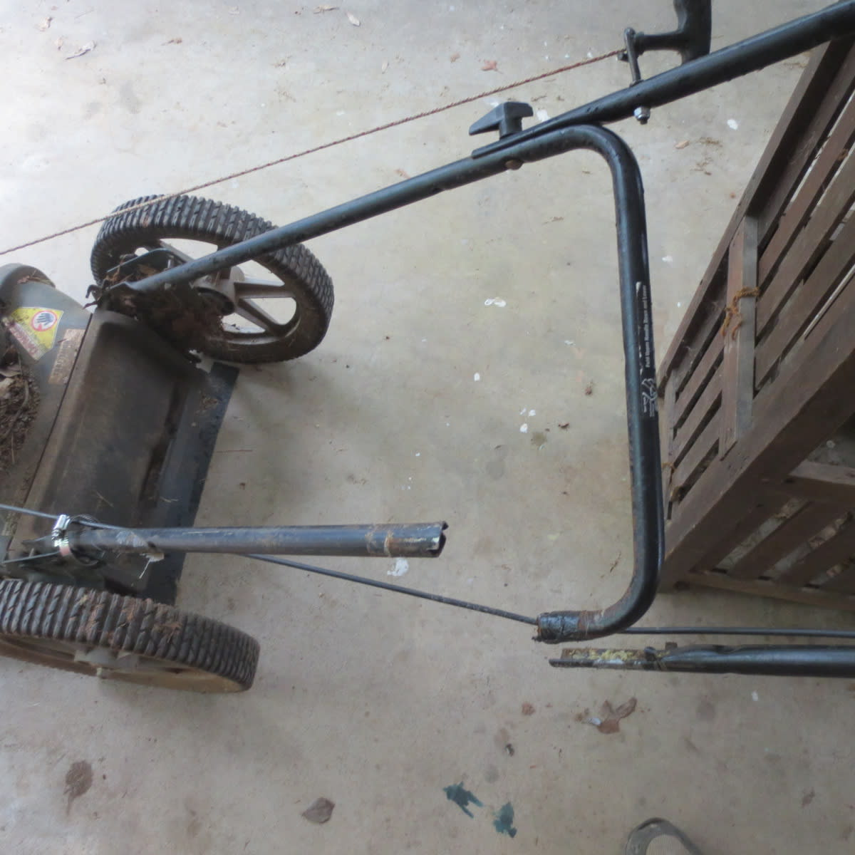 How to Fix a Lawn Mower Handle Yourself, the Cheapest Way