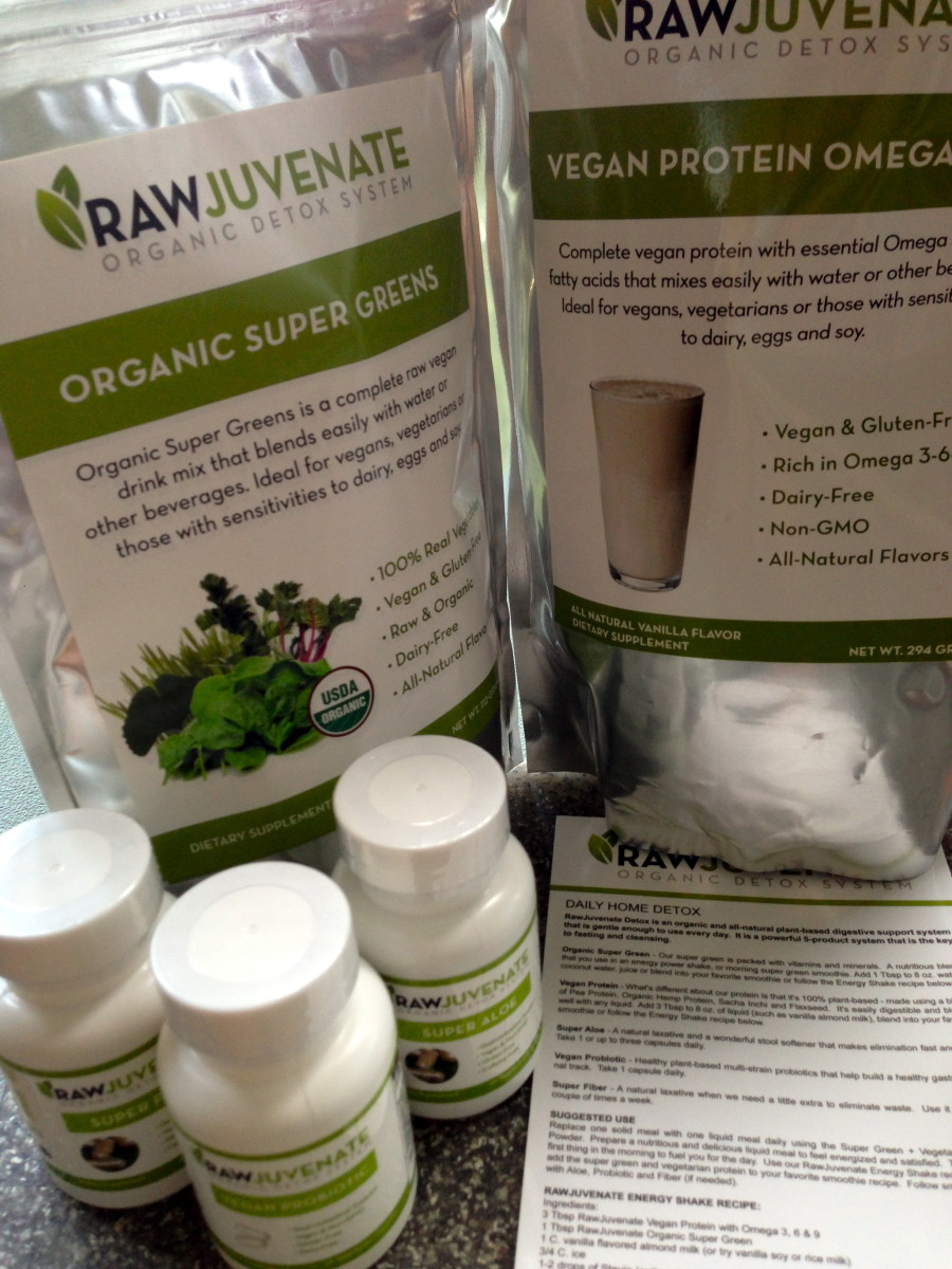 The 15-day Rawjuvenate Organic Detox cleanse I ordered came with: 1. Organic Super Green Powder, 2. Vegan Protein Powder, 3. Vegan Probiotics capsules, 4. Super Fiber capsules, and 5. Super Aloe capsules.