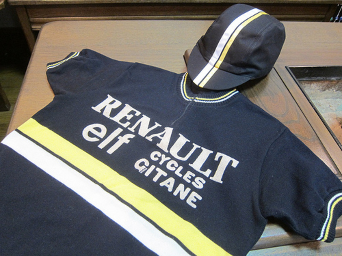 A Tour De France classic cycling jersey- Renault- Elf- Cycles Gitane