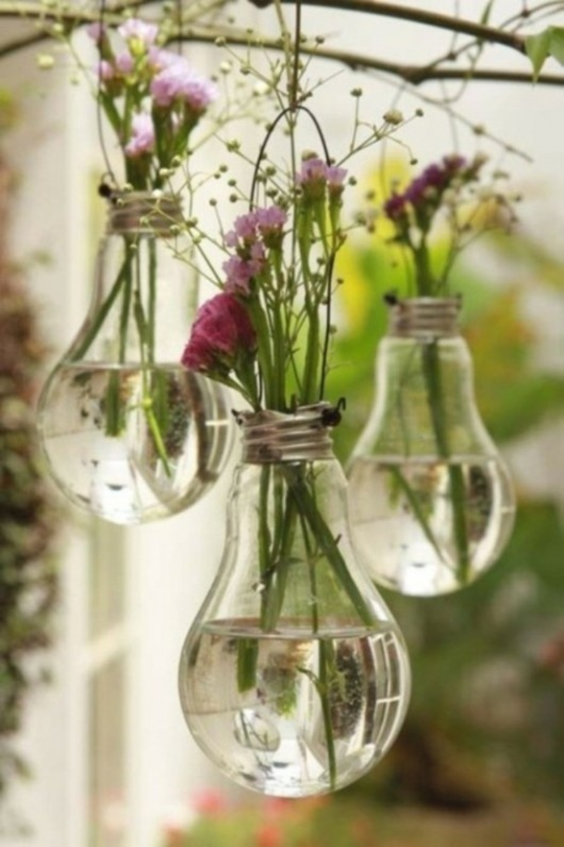 7 Creative Ways to Reuse Lightbulbs