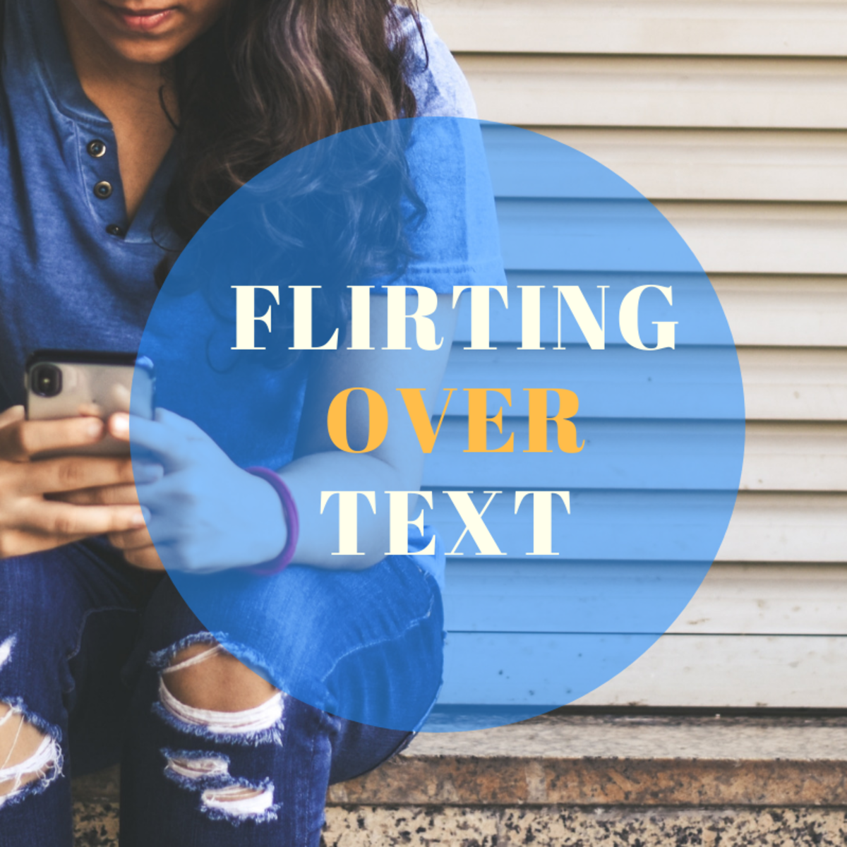 How to Flirt With a Guy via Text Message and Social Media