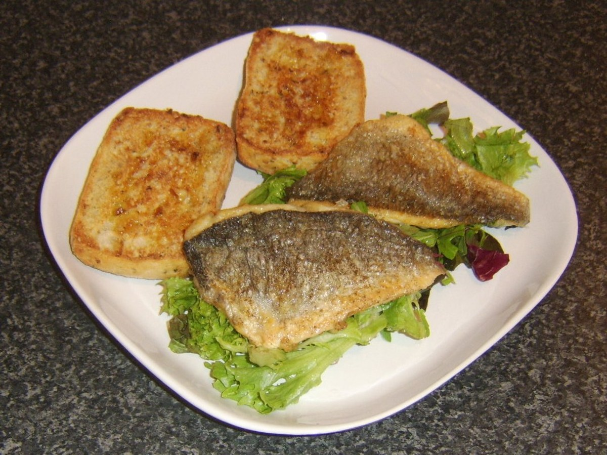 Pan fried sea bream fillets with salad and bruschetta
