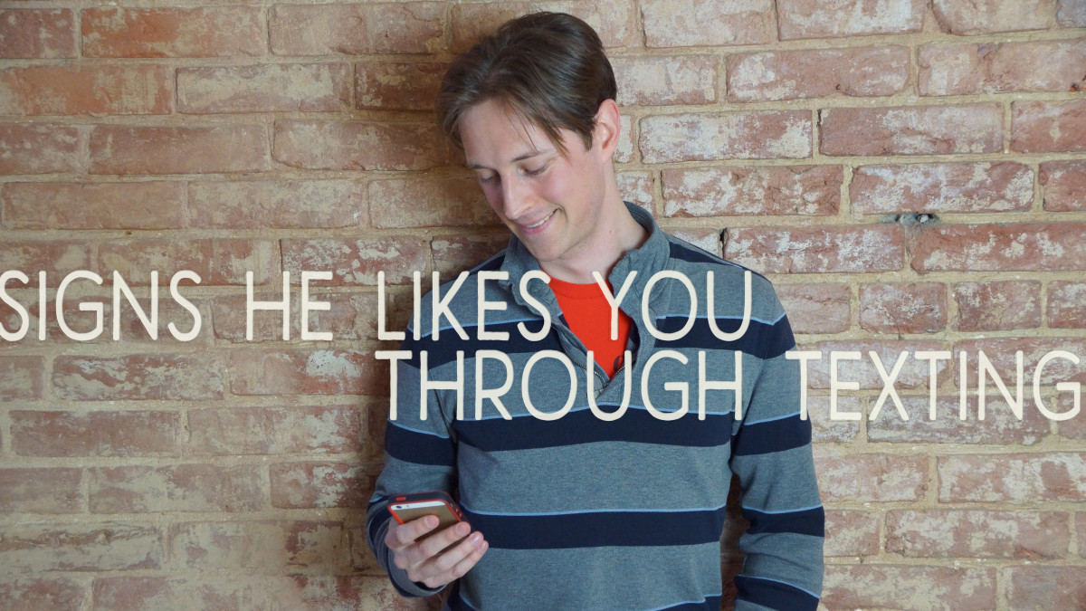 Signs He Likes You Through Texting | PairedLife