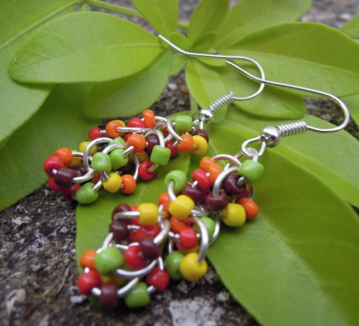 When carefully planned, even just a few simple materials can produce stunning jewellery designs. These earrings have been created using only silver jump rings and seed beads.