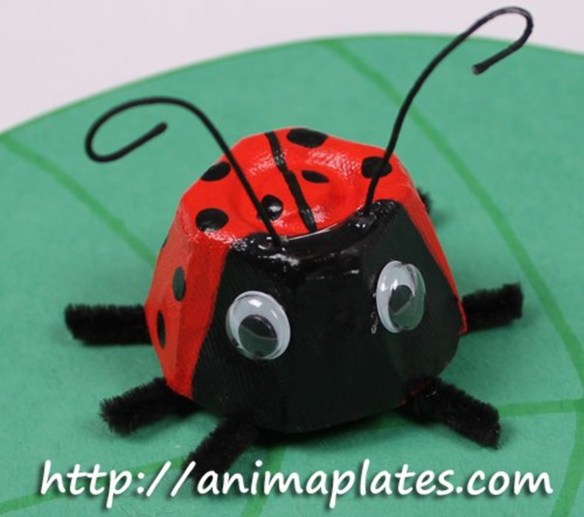 How to Make a Ladybug Craft With Egg Cartons