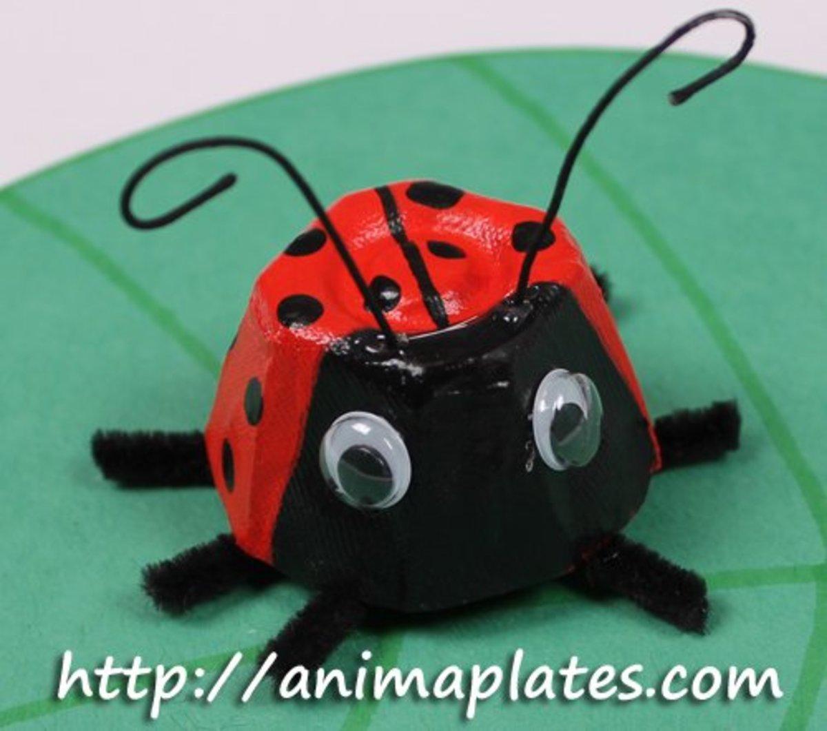 How to Make a Ladybug Craft With Egg Cartons