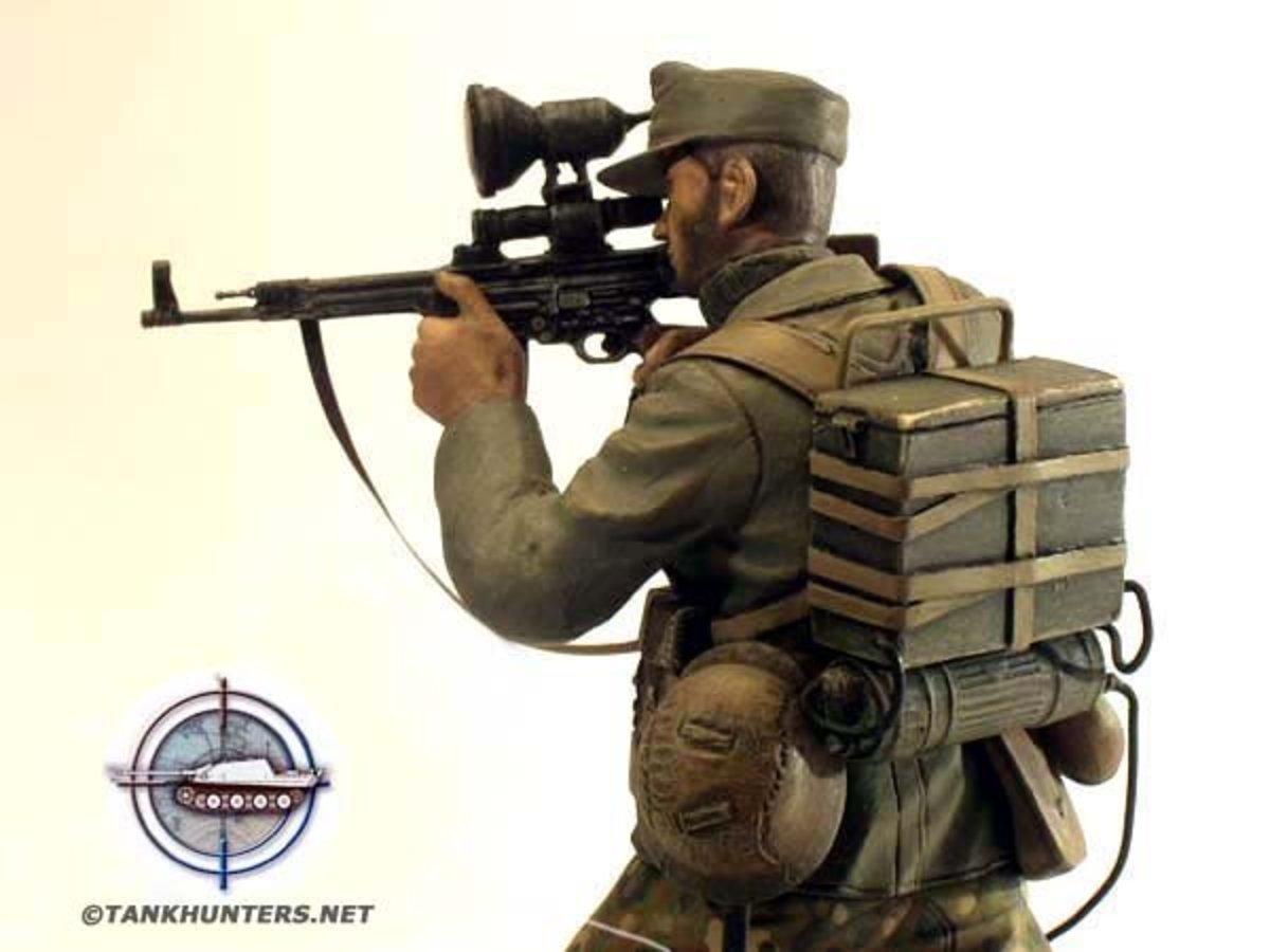 "Tankhunters.net soldier model of a Wermacht ""night hunter"" with the StG-44 assault rifle combined with the ZG 1229 night vision device."